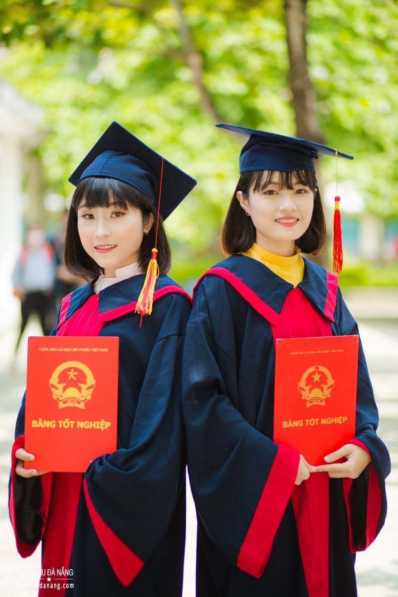 Áo tốt nghiệp trung học cơ sở Phú Nhuận