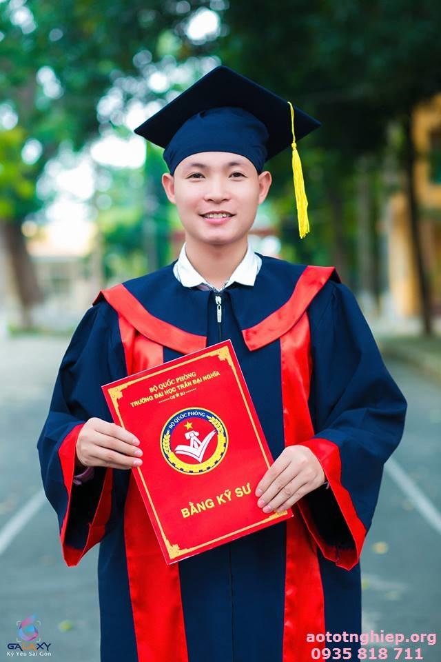 Aó tốt nghiệp cử nhân 06