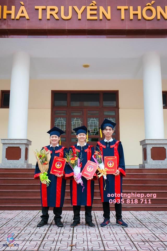 Aó tốt nghiệp cử nhân tại HCM
