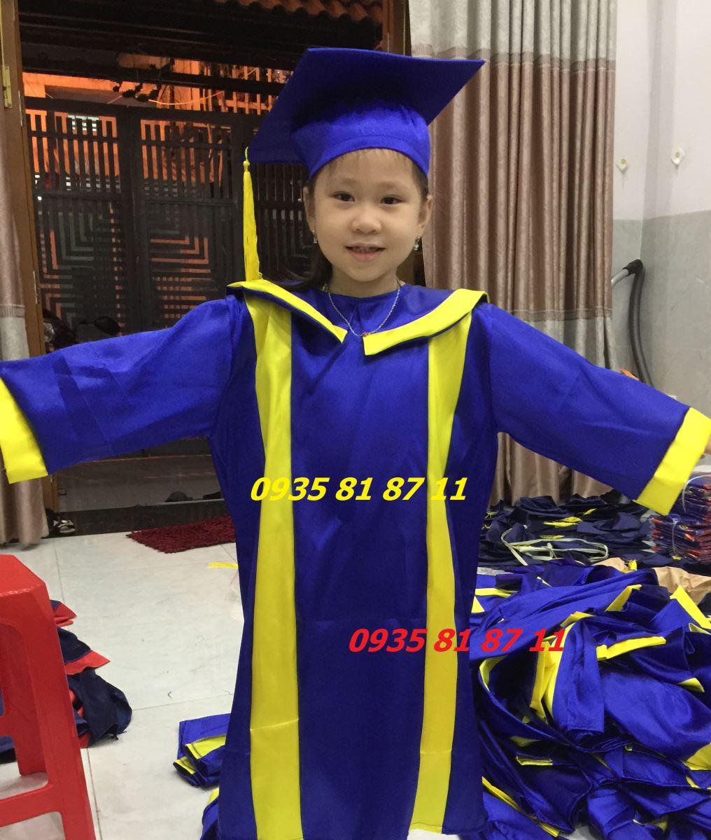 Thuê áo tốt nghiệp tiểu học